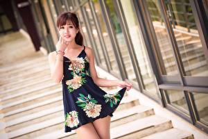 Фото Азиаты Лестницы Боке Платья Шатенка Рука Взгляд Поза Красивая Девушки