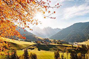 Обои Осень Италия Горы Леса Деревня Долина St. Magdalena Village, Val di Funes