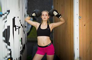 Фото Бокс Позирует Шортах Майка Коса Смотрят Sarah Спорт Девушки