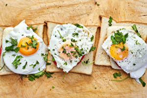 Фотография Хлеб Бутерброды Три Яичница Пища