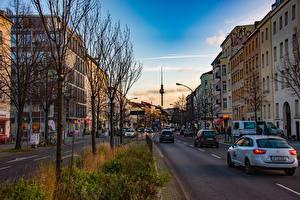 Картинка Германия Берлин Дома Улица Деревьев Башни