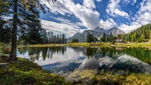 Фото Италия Горы Озеро Пейзаж Альпы Облака Деревья Lake Misurina Природа