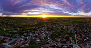 Картинка Италия Рассвет и закат Дома Дороги Небо Панорама Сверху Город Rivanazzano Lombardia Города