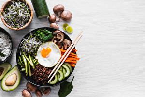 Картинки Грибы Палочки для еды Яичница Нарезанные продукты Bibimbap Еда