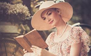 Картинки Ожерельем Шляпы Книги Боке reading девушка