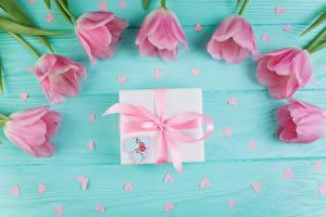 Фото Тюльпаны Розовые Подарки Бант Доски цветок