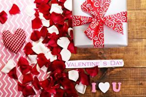 Фотографии День всех влюблённых Подарок Лепестки Слово - Надпись Английский