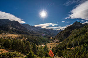 Картинка Андорра Горы Небо Пейзаж Солнце Долина Pyrenees