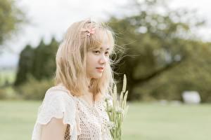Фотографии Азиатка Боке Смотрит Блондинка девушка