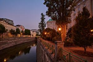 Фото Австрия Вена Здания Вечер Улице Водный канал Уличные фонари Дерева