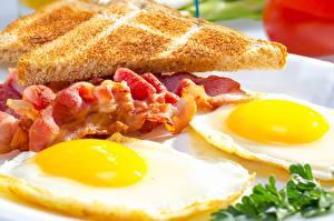 Картинки Бекон Крупным планом Яичница Завтрак Еда