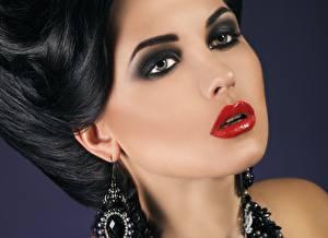 Фотографии Вблизи Лицо Брюнеток Серег Косметика на лице Взгляд Красными губами девушка