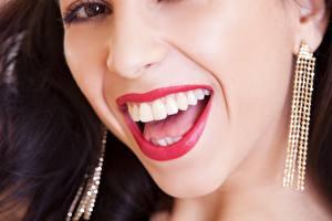 Обои Крупным планом Смеется Зубы Красные губы Серьги молодая женщина