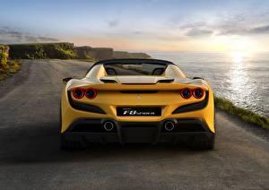 Фотография Феррари Вид сзади Желтая Spider F8 авто
