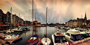 Обои Франция Здания Причалы Речные суда Парусные Яхта Заливы Honfleur Города