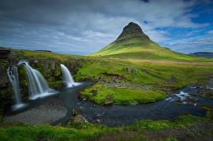 Обои для рабочего стола Исландия Горы Водопады Облачно Kirkjufell Природа