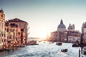 Обои для рабочего стола Италия Речные суда Рассветы и закаты Водный канал Венеция Grand canal город