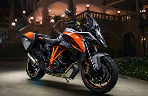 Фотографии KTM Мотоциклы 2016-20 1290 Super Duke GT мотоцикл