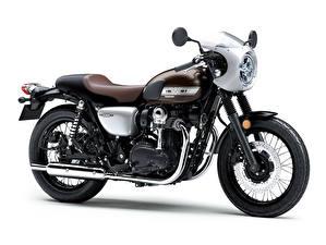 Фото Kawasaki Белый фон Сбоку 2019-20 W800 Street Мотоциклы