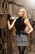 Картинка Блондинки Позирует Юбка Перчатках Взгляд Kristina Девушки