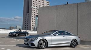 Картинка Mercedes-Benz Серебряный Сбоку Купе S 560, Coupe AMG Line, 2017 машина