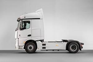 Обои Mercedes-Benz Грузовики Белый Металлик Сбоку Actros F 1845 LS 4×2 (MP4 / Br.963), 2020 Автомобили картинки