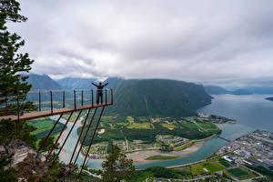 Картинка Норвегия Гора Речка Облако Сверху Trollveggen