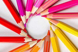 Картинка Карандаши Разноцветные Красный Желтые Розовых Оранжевый