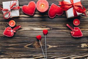 Фотографии День святого Валентина Свечи Сердце Доски Подарок Шаблон поздравительной открытки