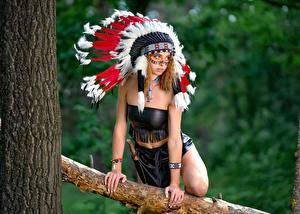 Фотография Индейский головной убор Индеец Позирует Рука Vyacheslav Tsurkan, Evgeniya Nemirova молодые женщины