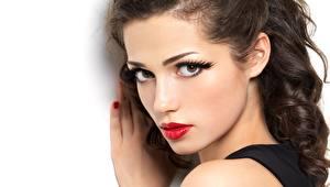 Фотография Белый фон Лица Смотрят Мейкап Красными губами Красивая девушка