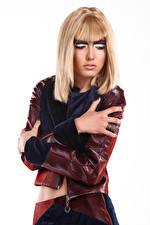 Обои Блондинок Блондинка Модель Мейкап Рука Белом фоне Молодые женщины Anna Девушки