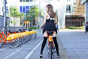 Картинки Азиатка Велосипед Ноги Сзади Русая Девушки