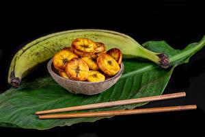 Картинки Бананы Черный фон Листья Палочки для еды Еда