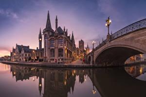 Картинки Бельгия Гент Дома Реки Мосты Вечер Уличные фонари Города