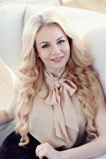 Фотографии Блондинки Смотрит Волосы молодая женщина