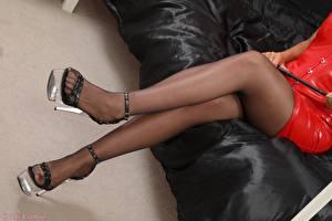 Фото Вблизи Ноги Туфли Колготках Сидящие