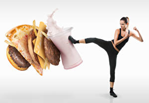 Обои для рабочего стола Креативные Гамбургер Пицца Мороженое Сыры Котлеты Белом фоне Брюнетка Здоровое питание Ноги Бьет девушка Еда