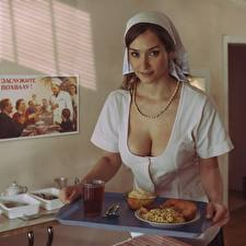 Картинка Вырез на платье Красивая Завтрак Поднос Взгляд David Dubnitskiy девушка