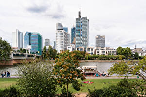 Картинка Германия Франкфурт-на-Майне Дома Реки Мост Пирсы Города
