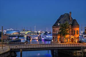 Фотографии Германия Гамбург Вечер Здания Реки Мост Пирсы Забор город