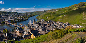 Обои Германия Река Мост Здания Пейзаж Виноградник Холмы Bernkastel-Kues Природа