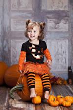 Картинки Хеллоуин Тыква Девочки Улыбка