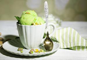 Фотографии Мороженое Орехи Чашке Шар Ложки Салатовая