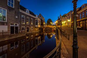 Фото Нидерланды Вечер Дома Водный канал Уличные фонари Maassluis город