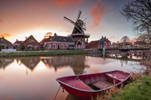 Фото Голландия Здания Лодки Мосты Водный канал Ветряная мельница Groningen Природа