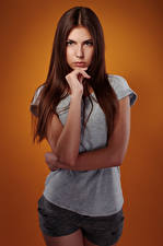Фотография Viacheslav Krivonos Красивая Красивые Шатенка Взгляд Футболке Шорт Шорты Молодая женщина Olga Девушки