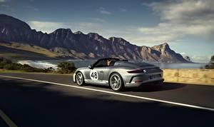 Картинки Porsche Родстер Серебряный Движение 911 Speedster 2019 Автомобили