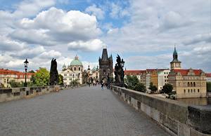 Картинка Прага Чехия Мост Скульптура Карлов мост Уличные фонари Charles Bridge город