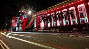 Картинки Сингапур Дома Дороги Лучи света Пальма Ночные Raffles Place